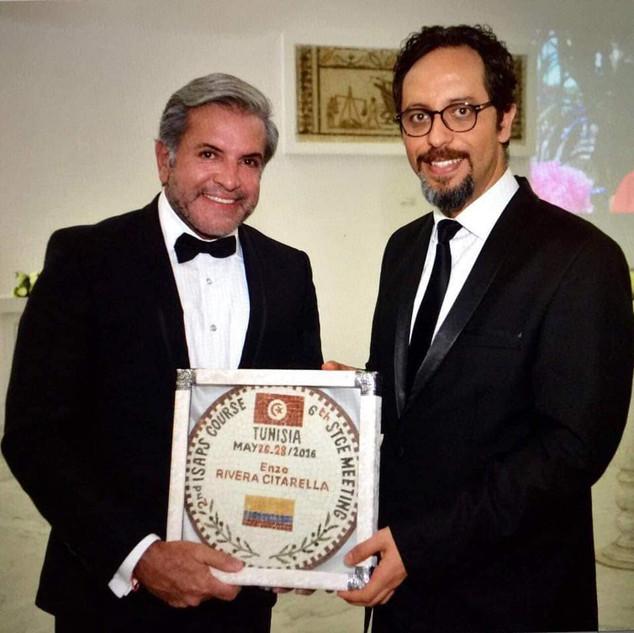 Dr Enzo Rivera Cantarella foi homenageado na Tunísia por Bouraoui Kotti pela dedicação e experiência na especialidade cirurgião plástico