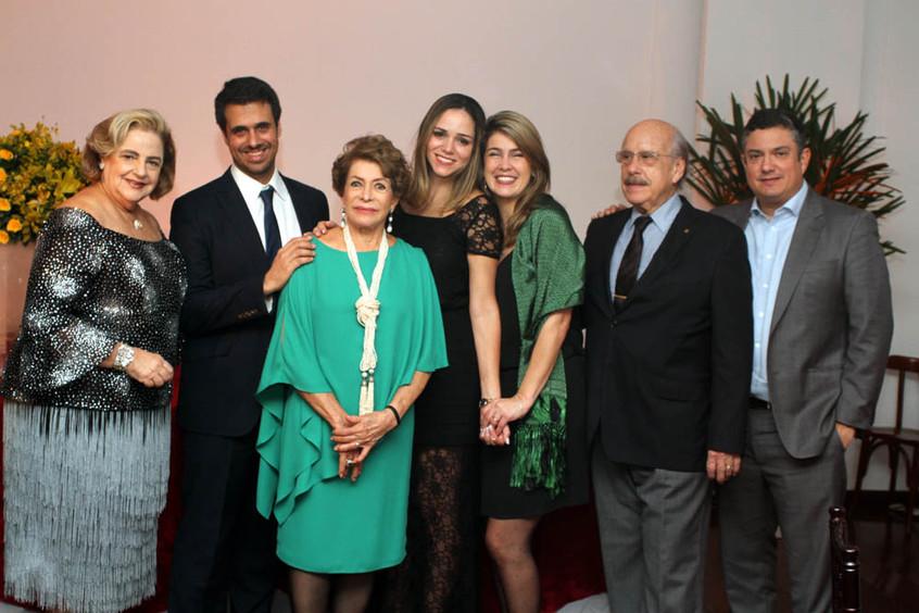 IVANETE DE OLIVEIRA E A FAMILIA ABOIM.