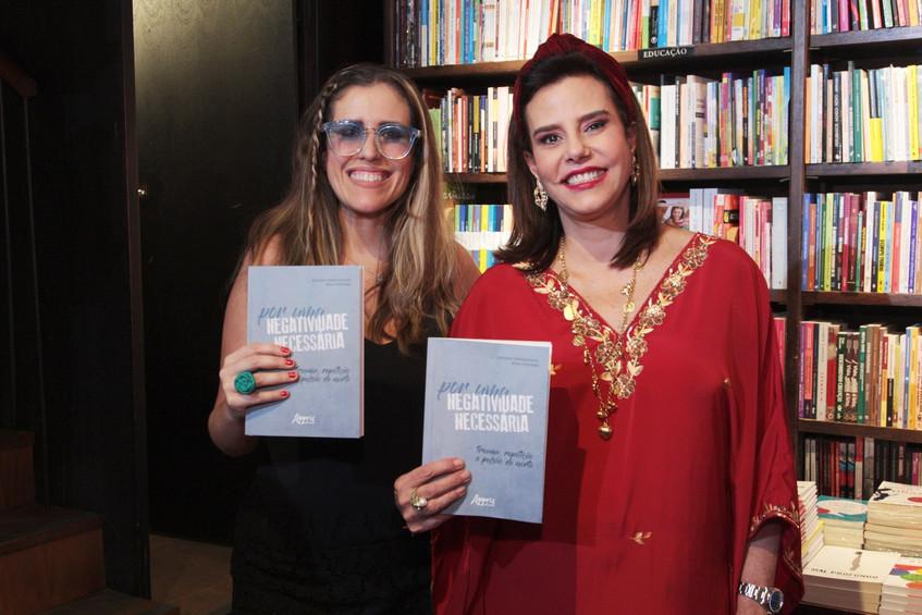 346Q1811-Bruna Barros e Narcisa Tamborin