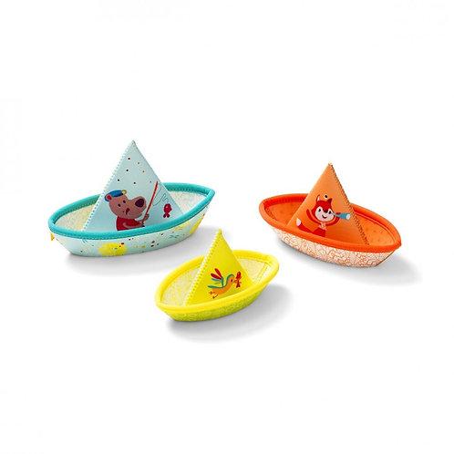 3 piccole barche di stoffa