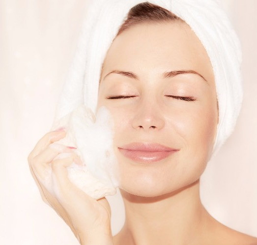 women exfoliating her skin