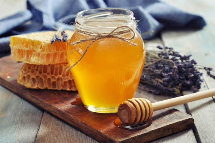 Honey with honey combs