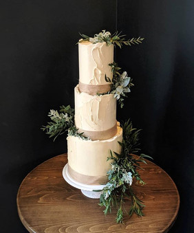 Loved this rustic textured buttercream c