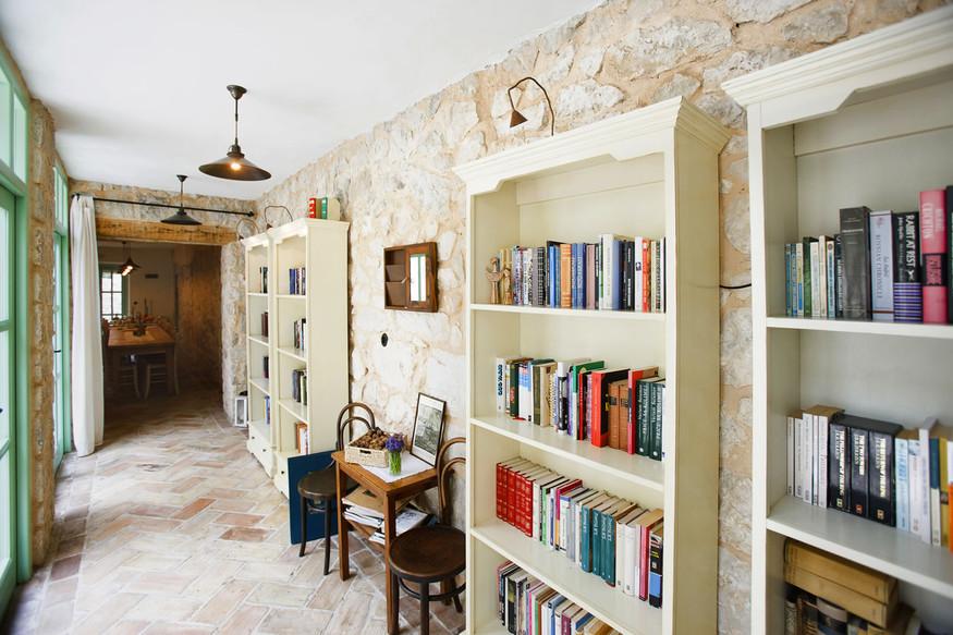 Biblioteka Balatura, srž hotela...