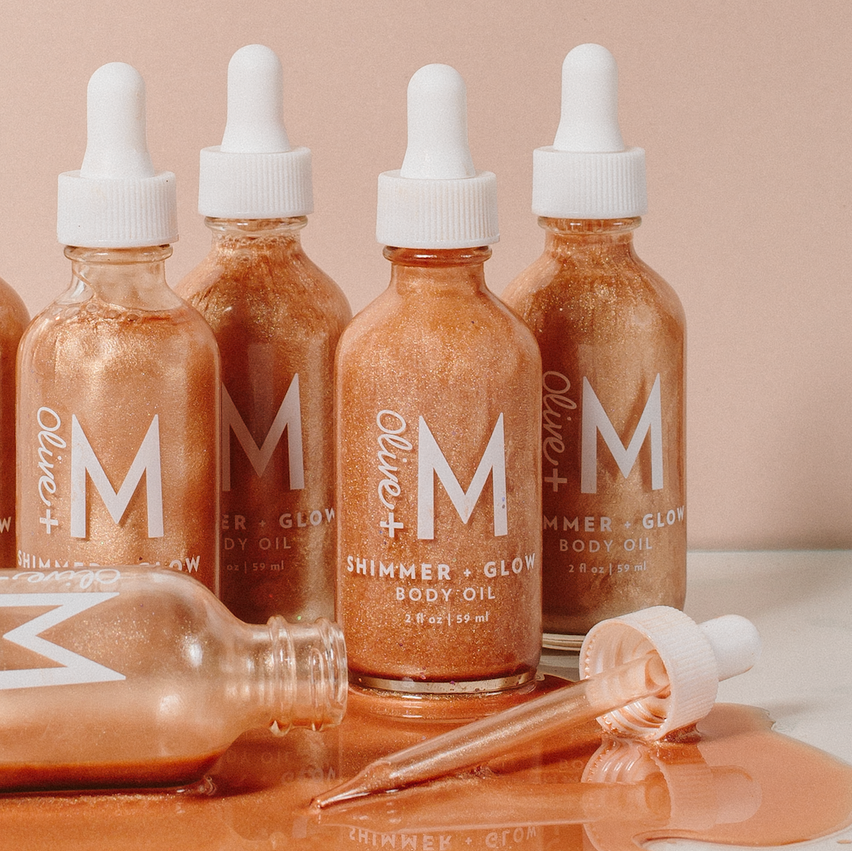 Olive + M's Shimmer + Glow Oil will leave you glowing like a goddess. Our lightweight formula quickly absorbs into skin, while natural illuminating minerals provide a subtle shimmer. The bright blend of white jasmine flower, vetiver, and sweet orange creates an intoxicating blend with notes of warm cedarwood, black pepper, and patchouli. Show yourself some love with this daily ritual fit for every goddess!