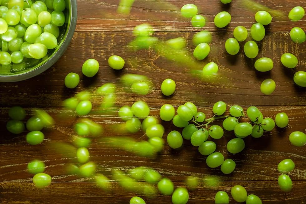 Grapes with motion food photography by Gee Photography