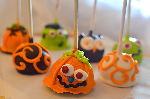 Halloween Cake Pops.jpg