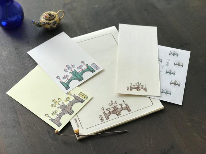 日本橋デザインセットは穏やかなクリーム色の便箋に封筒・シール・昼夜デザイン葉書(各1枚)のセット。  価格1.500+税