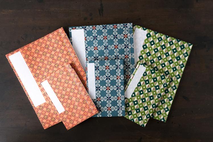 ノートとして使う和綴じ帳は昔ながらの雰囲気を残しながらお子様から大人まで使えるデザインにしてます。 ※中無地  価格 大 1.500円+税    小 600円+税