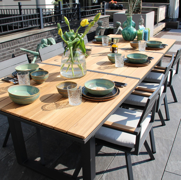Salerno tafel + lauria stoel 1 lq.jpg