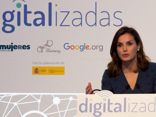 """La reina Letizia presentó """"Digitalizadas"""" en un escenario montado por Di&P."""