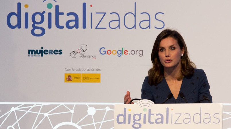 """Queen Letizia launched """"Digitalizadas"""" on a stage built by Di&P"""