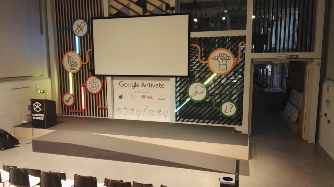 Google invited young students to start activating themselves over a stage built by Di&P