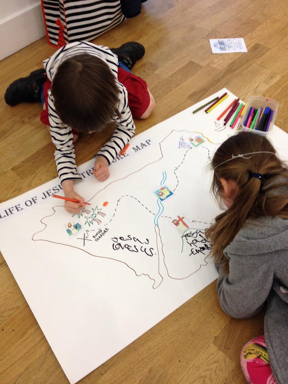 Children making a treasure map