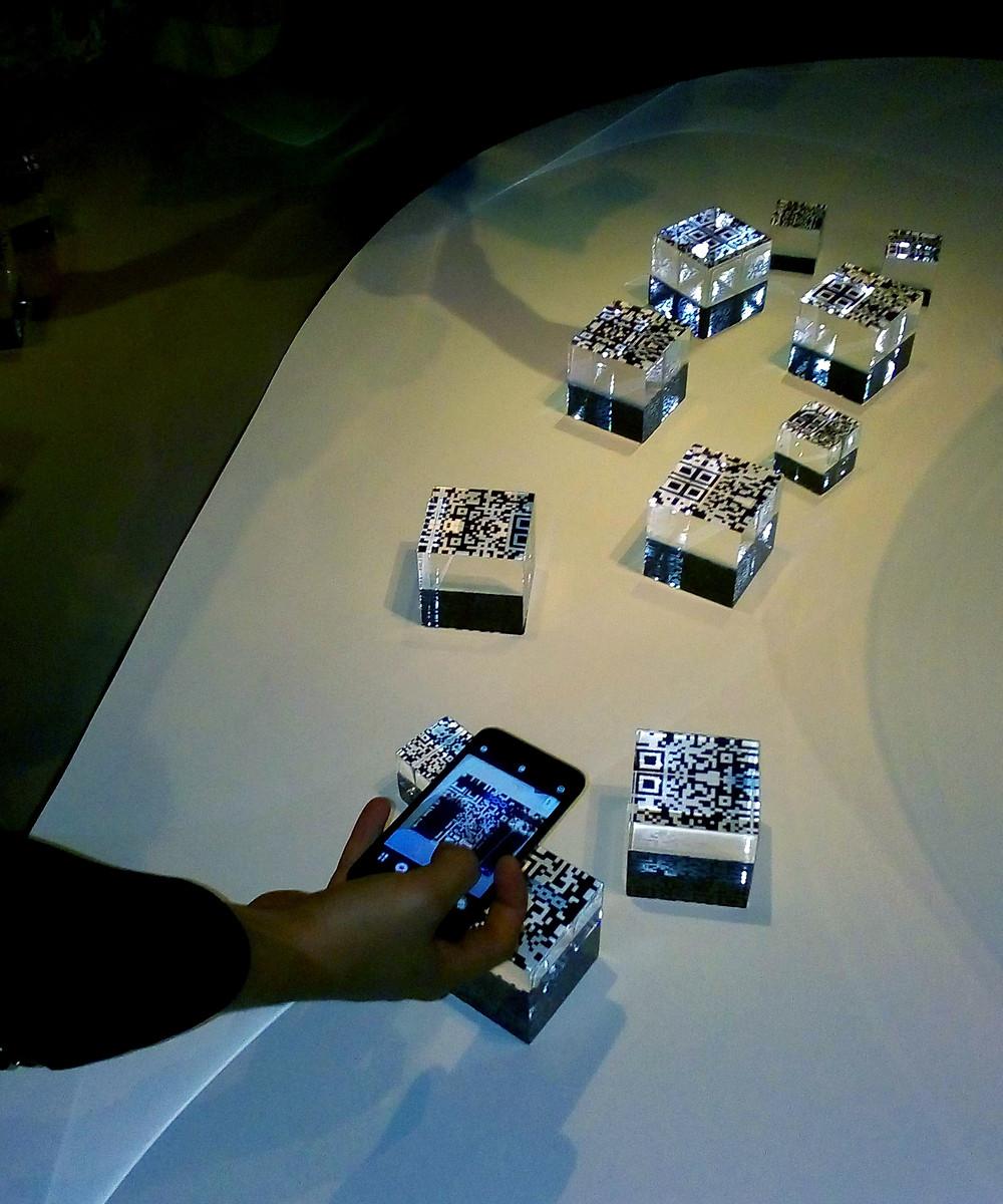 Серия прозрачных пластиковых кубов, внутри которых спрятаны QR коды, рассказывает о недостатках современного человека. Внешне они напоминают роскошно упакованные, идеально ограненные бриллианты, что полностью не соответствует их скрытому содержанию. При считывании QR кодов появляются видео, демонстрирующие различные человеческие пороки.