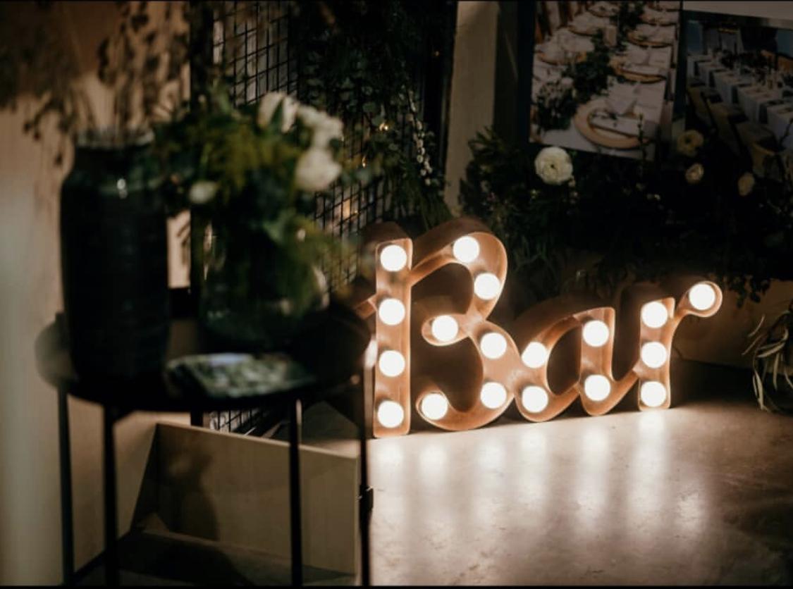 35cm spojený rezavý nápis Bar