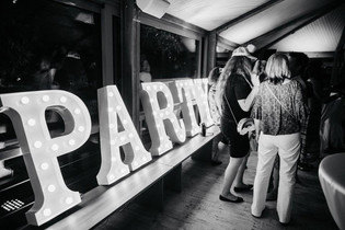 90cm svítící písmena PARTY