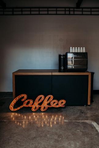 35cm spojený rezavý nápis Coffee s vintage led žárovkami