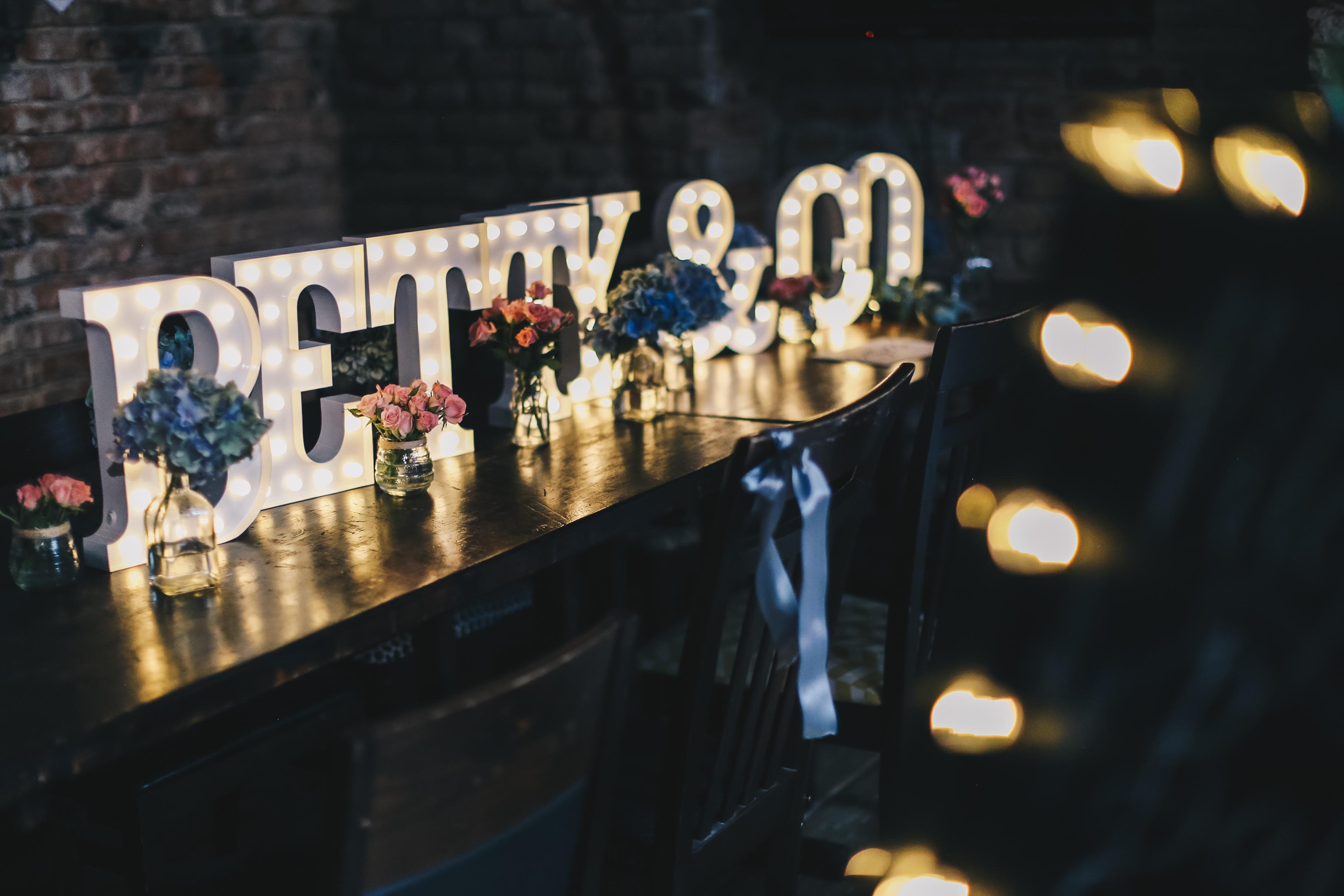30cm svítící písmena a symboly na tužkové baterie