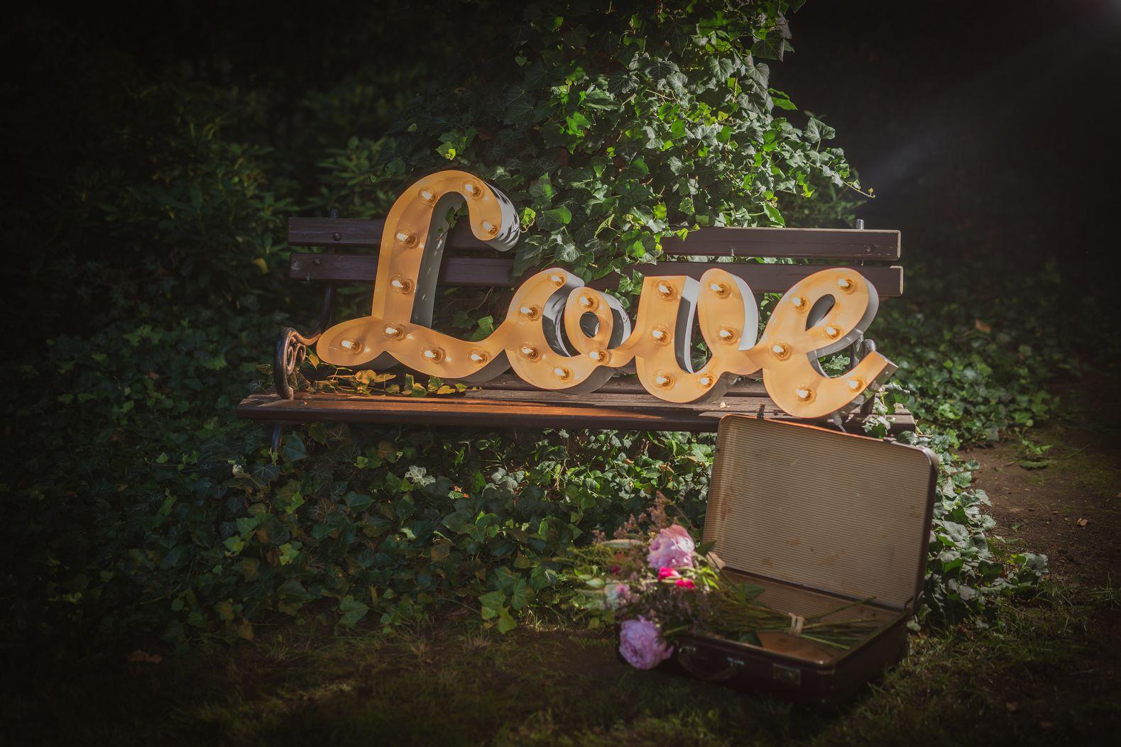 Spojený nápis LOVE