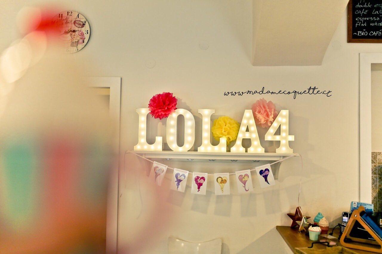 složený nápis LOLA 4