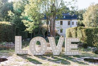 Obří 120cm písmena LOVE se žárovkami ve tvaru diamantu