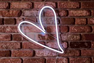 neonové srdce
