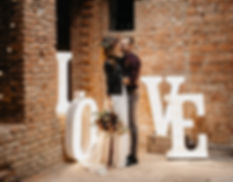 Svítící písmena jako dekorace na svatbu, oslavy narozenin, party a firemní večírky.