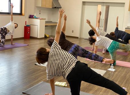 《だれでもヨガ・Mayuru Yoga/ai彩ひろば》