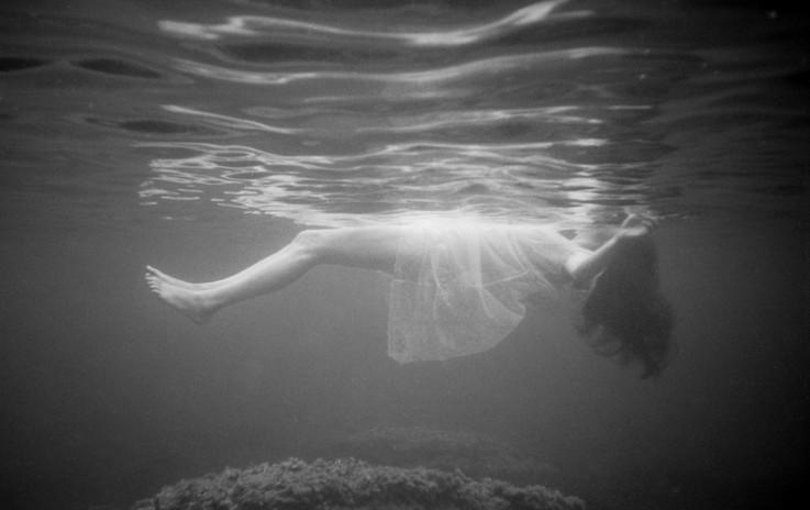 Romina Underwater BW-11.jpg