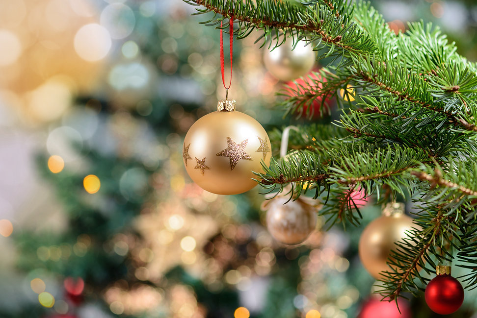 Beautiful decorated christmas tree. Holiday background.jpg