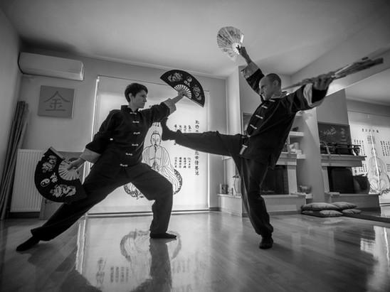 Εξάσκηση με βεντάλιες, ένα ακόμα από τα δέκα όπλα του κουνγκ φου