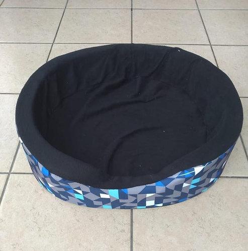Cama azul con gris mediana