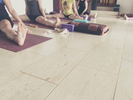Why a Vinyasa Yogi hates (<3) Iyengar Yoga