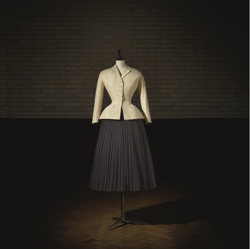 Christian_Dior_(1905–57),_Bar_Suit,_Haut