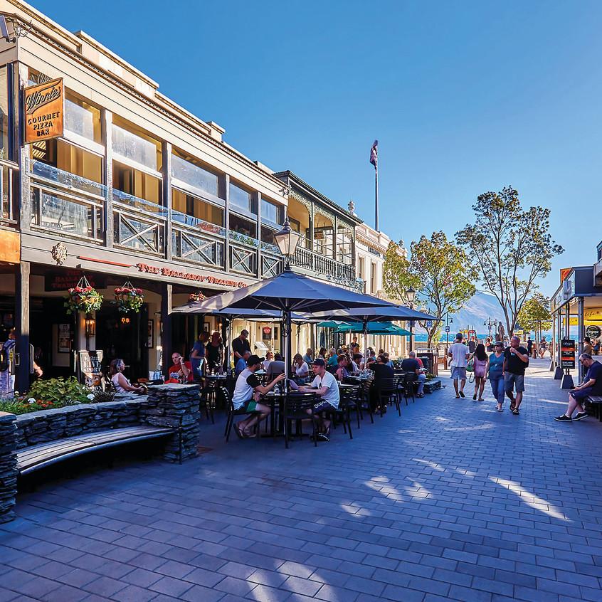 street-queenstown-newzealand