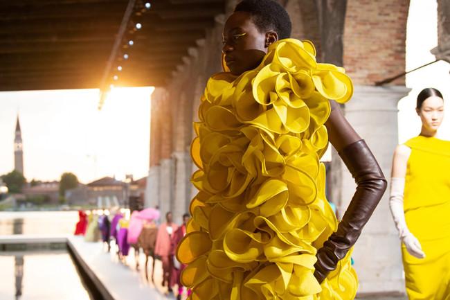 Vernissage: Valentino merges Art & Fashion