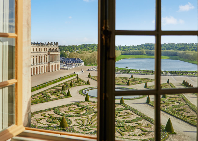 Sleep like a King (or Queen) at Versailles' Le Grand Controle