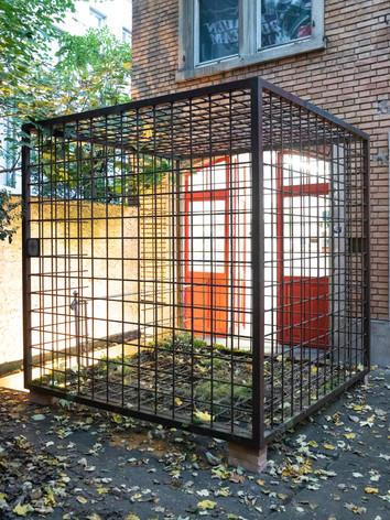 "Orginalkäfig ""Paradies-Schweiz-Gefängnis"" von Kaspar Thomas Linder.jpg"