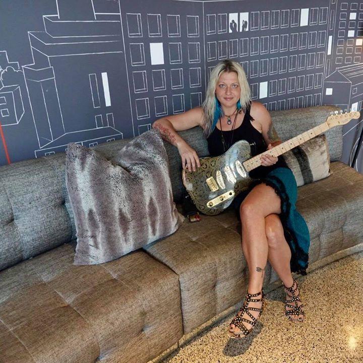 Pam Taylor at the Bar 20 on Sunset - Jun