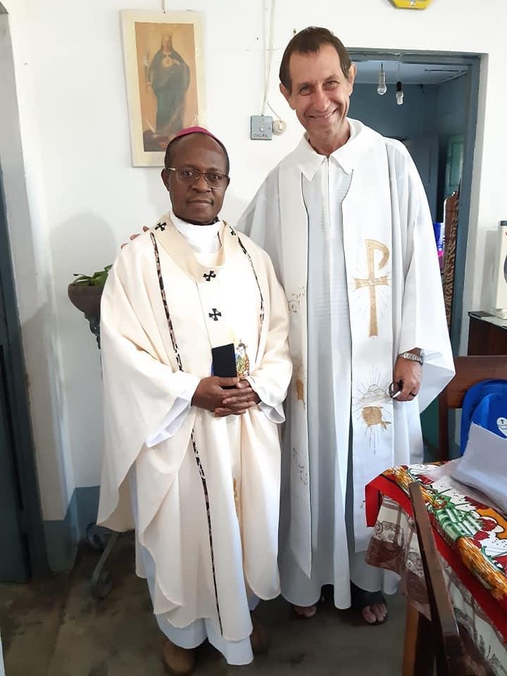 Pe. Luiz e o Arcebispo de Nampiula