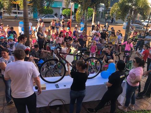 Paróquia de Giruá realiza passeio ciclístico pelo dia da criança