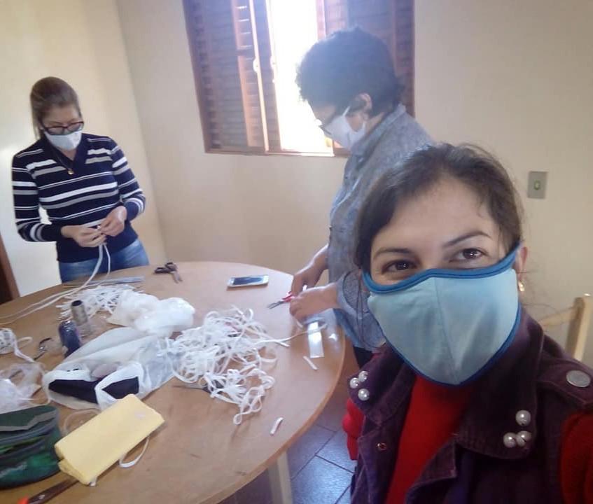 Pastoral da Criança confecção das máscar
