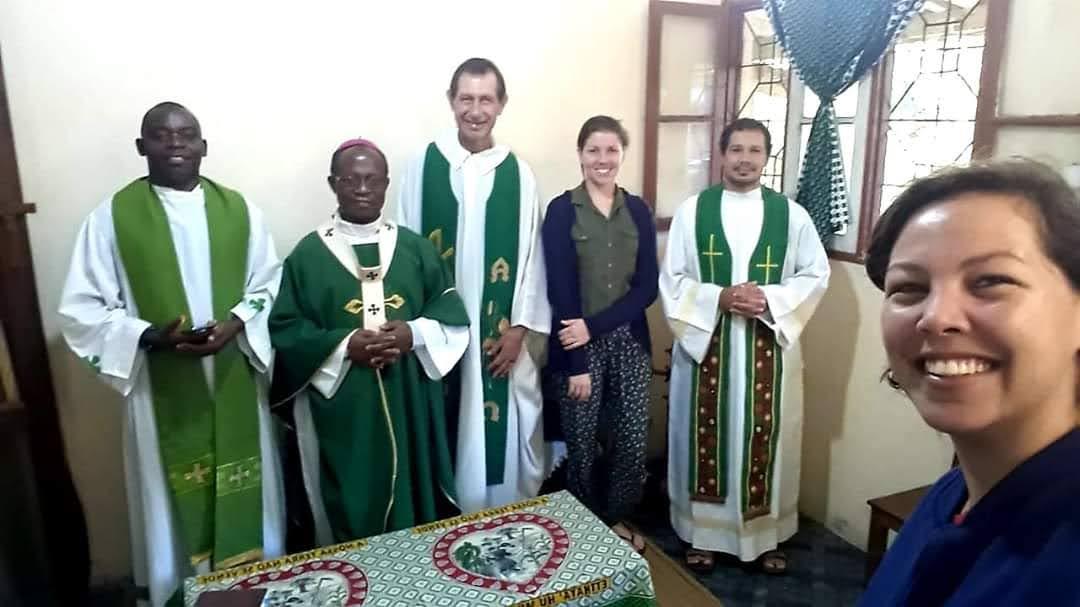 Equipe missionária com o Arcebispo