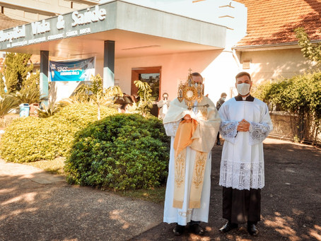 Paróquia Sagrado Coração de Jesus abençoa hospitais de Santa Rosa
