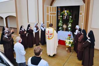 Uma procissão com Jesus: mais de 100 carros tomam as ruas de Giruá na solenidade de Corpus Christi