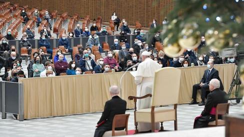 O Papa: dificuldades e sofrimentos não podem obscurecer a luz do Natal