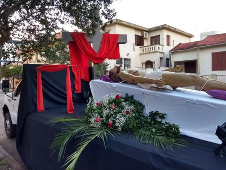 Catedral realiza procissão com imagem do Senhor morto