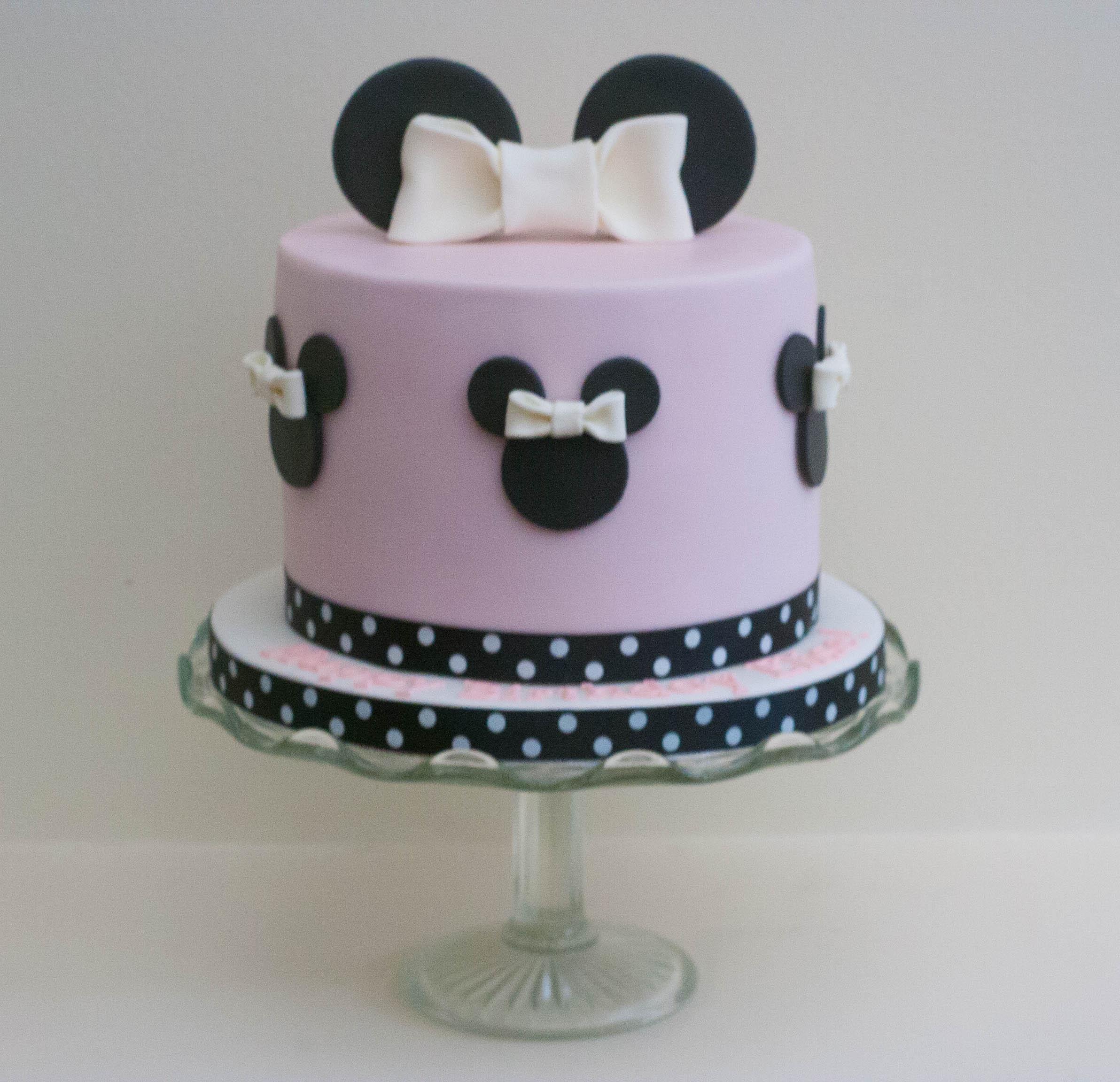 Minnie Mouse cake vegan gf