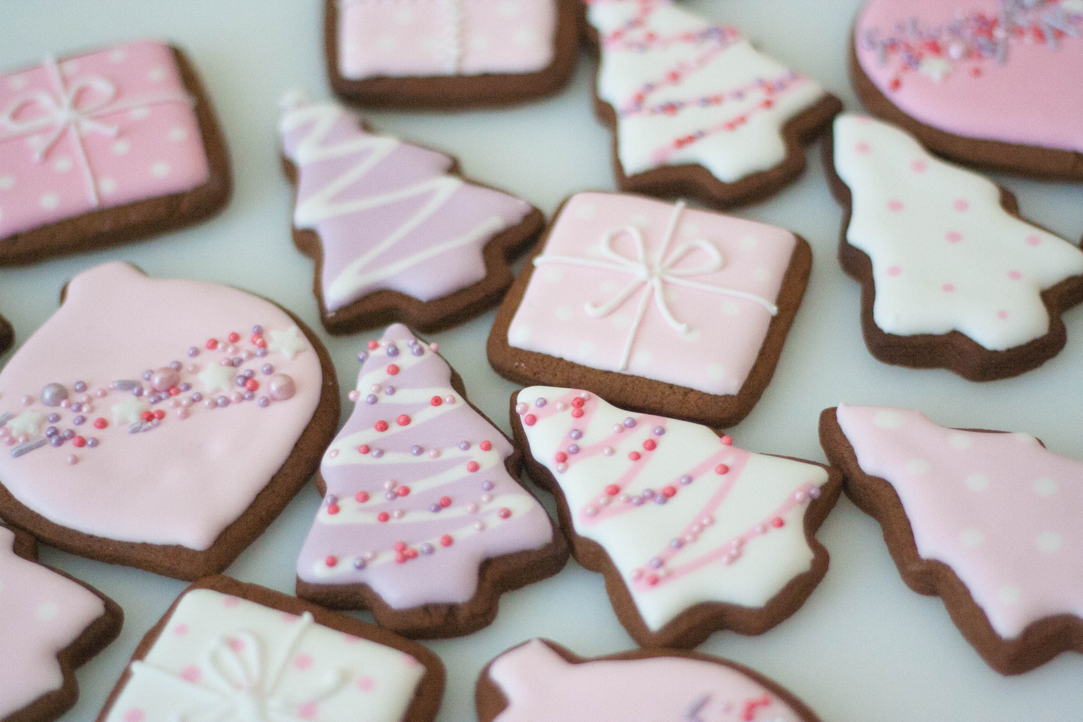 pink xmas gingerbread